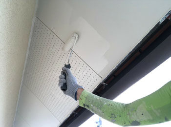 軒天井 上塗り中