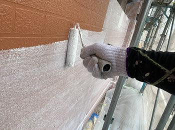 外壁 フィーラー 施工中