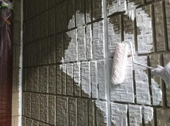 外壁 下塗り中